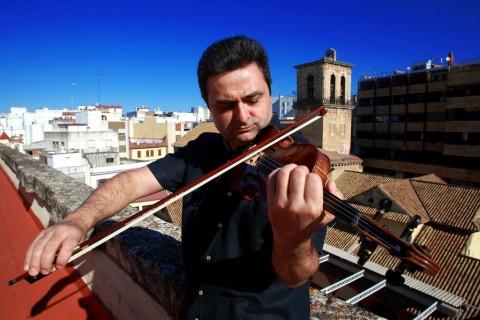 La universalidad de la orquesta hace que no haya diferencias geográficas entre sus miembros. Así define Artaches ese no sentirse extranjero en Córdoba.