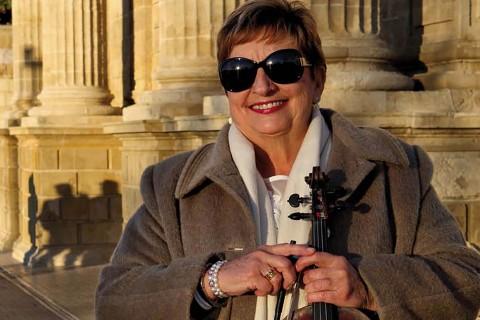 Elena es violinista de la Orquesta de Córdoba. De origen búlgaro ha vivido y tocado en medio mundo.